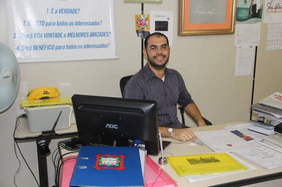Vice-diretor do colégio Rotary