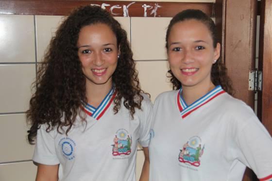 Estudantes Larissa e Lorena Santos