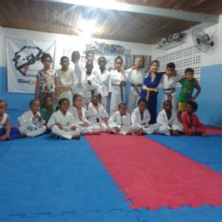 Projeto oferece aulas gratuitas de jiu-jitsu para crianças