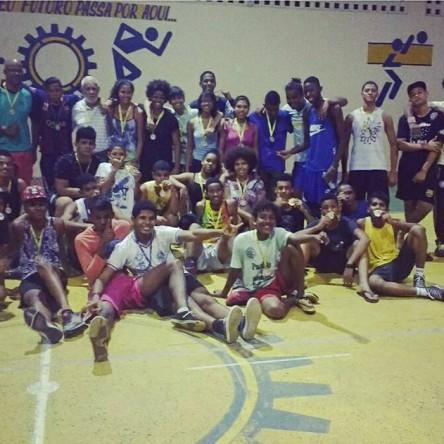 Equipe de handebol de Itapuã participa de competição neste sábado (8)