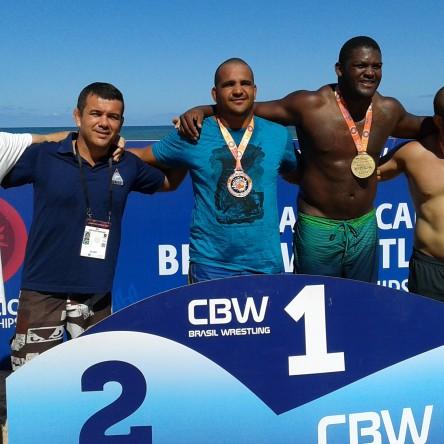 Atleta de Itapuã conquista medalha em Pan-americano de Beach Wrestling