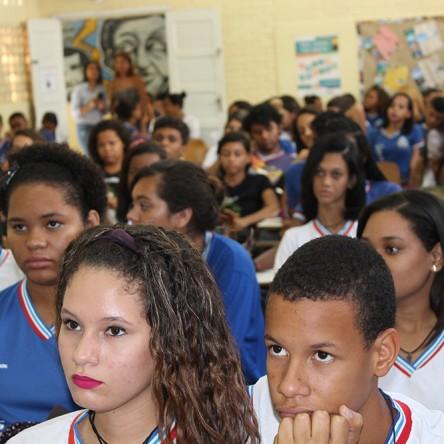 Projeto educativo Pesca Som é realizado em escola estadual de Itapuã
